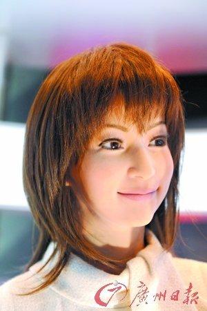 美女机器人眼睛会放电 脸上毛孔清晰可见(图)