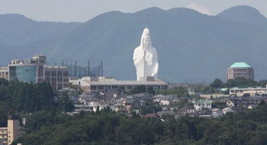 [全球十大惊悚地点]全球十大最宏伟宗教雕塑:日本观音像