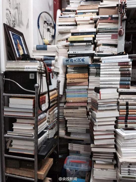 备考期末考试_高校学霸寝室堆放5000册书籍 让人叹为观止-学科网