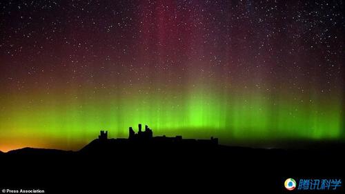 摄影师拍摄图片|组图:摄影师拍摄英国夜空绚丽的极光