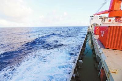 """[雪龙号]""""雪龙""""号穿越""""海底两万里"""""""