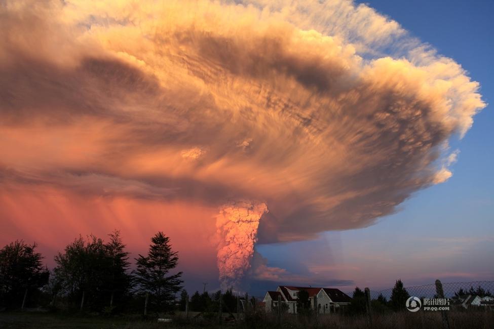 [智利火山现活跃迹象]智利火山喷发 火山灰冲天如蘑菇云