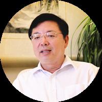 王伟,潍坊中学校长
