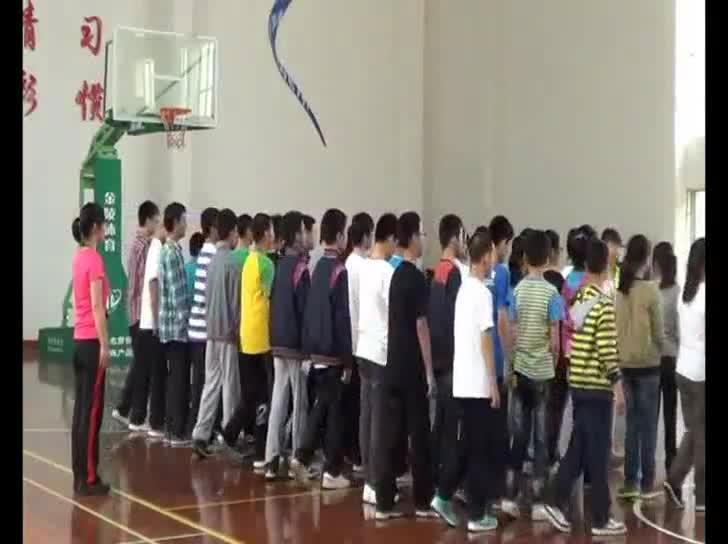 初中体育 篮球 ---行进间运球-课堂实录