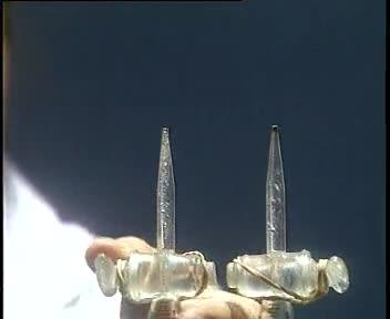 人教版 九年级化学 第四单元 检验氢气及氢气燃烧-电解水-视频实验演示