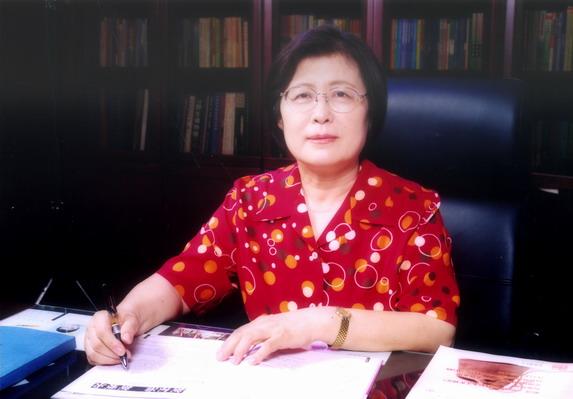 刘彭芝 中国人民大学附属中学校长