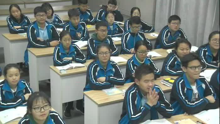 本节课所要学习的是在现在完成时结构的基础上能更灵活地运用延续性动词,是初中阶段语法学习的一个难点,学生在之前的学习过程中,Unit 8,Unit 9见过该形式,老师也进行过渗透,但是对于since和for在现在完成时表达持续性动作或状态的运用来说学生依然是陌生,希望本节课通过大情景的设置,开放性的活动帮助学生初步掌握该用法。由于本节课话题涉及yard sale,所以在课前提前让学生捎带自己长时间搁置不用的物品来进行情景对话。现在完成时是初中阶段需要学生掌握的一个重要时态, Unit10是如何使用延续性动词,要求学生学会使用表示一段时间的时间状语在完成时态的应用,并通过本节课的学习,使学生们掌握yard sale 是一件利己利他的文明行为,提倡节约,避免浪费,并引导学生投入到献爱心的活动中去。  [来自e网通客户端]