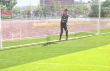 本套足球视频精品教程是邀请了专业足球运动员拍摄制作的一套实用性足球教学课程。教程内容包含了足球各项基础技术,并对各项足球技术进行了细致清晰的解析和演示,学生可以通过视频教程学习到足球的各项技术。 [来自e网通客户端]