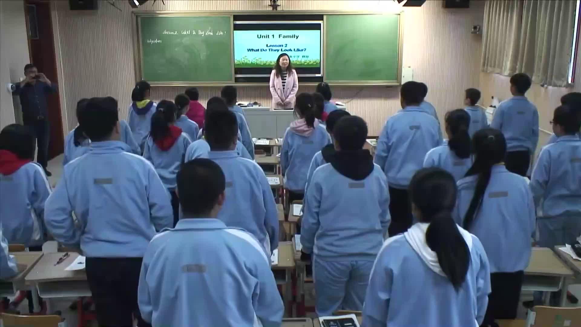 Lesson 2 What Do They Look Like 课堂实录  2021-2022学年北师大版英语七年级上册
